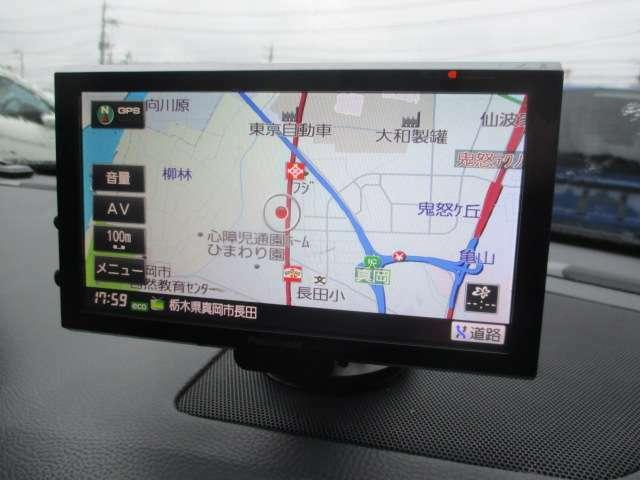 社外ナビが装備されております♪画面もクリアで見やすく運転中も確認しやすいです♪ワンセグTVの視聴もお楽しみ頂けます♪ロングドライブの時でも快適にドライブをお楽しみ頂けます♪