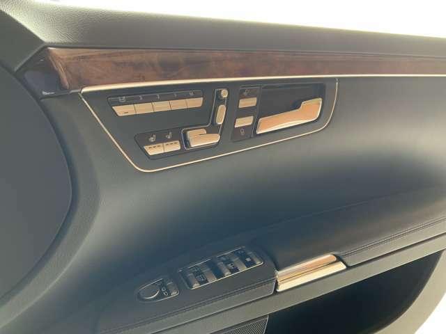 前席パワーシート付き。メモリー機能付きでドライバーに合わせたシートポジションを設定できます。