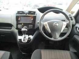 運転席まわりはこのように機能的にまとまっています。