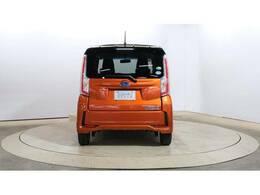 リヤドア、リヤガラスはプライバシーガラスですので、外から車内が見えにくくなっております。リヤワイパー付ですので、雨の日のドライブや駐車時にとても便利です。
