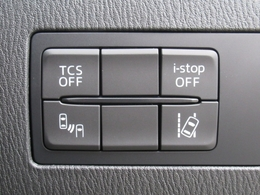 環境と燃費にやさしいアイストップに安全な走行をサポートする横滑り防止機能・ブラインドスポットモニタリングシステム・車線逸脱警報装置などなど装備充実☆