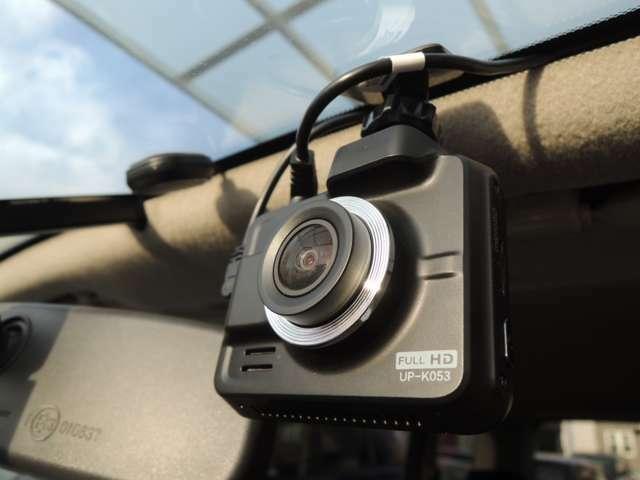 フロントカメラの取付け施工例です!! フロントガラスの上部に取付けます!!