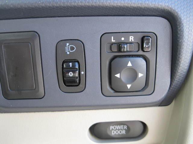 電動格納式ドアミラー付きです