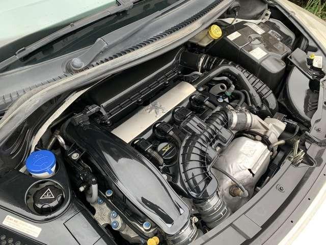 アイドリングも安定しており良好なエンジンです♪走行時に異音などもなく軽快な走行性となっています♪エンジンルームも艶があり綺麗な状態です♪走行距離も少なくとてもオススメな車両となっております♪