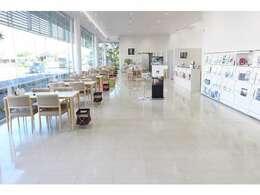 明るく開放感のあるショールーム。落ち着いた雰囲気でご商談が出来ます!