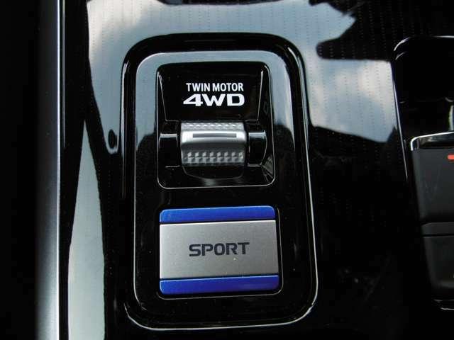 ドライブモードは通常使用時のNORMALをはじめ、LOCK、SNOW、SPORTモードの4タイプの切り替えが可能!
