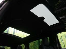 人気のオプション「ムーンルーフ」付き!!明るく開放感のある車内です♪