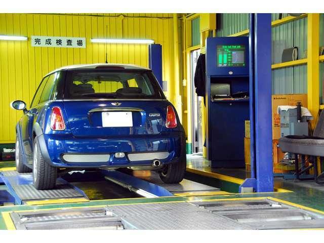 Aプラン画像:認証工場ならではの検査ラインでは熟練したメカニックが、毎日車検の規定検査を行います。車検では必須の各種検査機器も完備。充分メンテナンスが行き届いたお車なら日帰り車検もOKです。