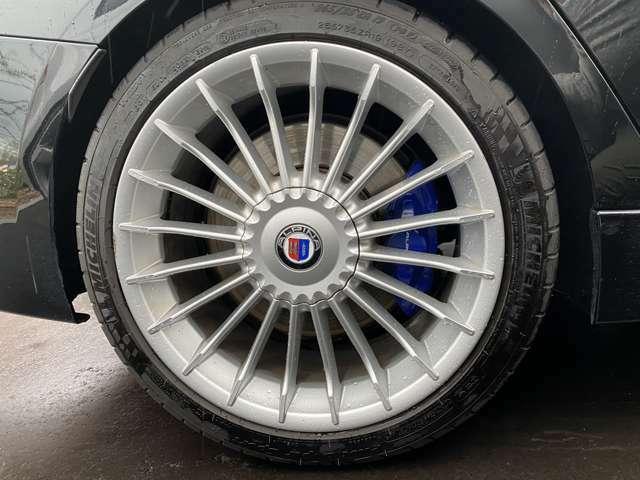 さて突然ですが、問題です★(笑)タイヤの空気圧はどこからいれるでしょうか?!気になる方はご来店お待ちしております♪笑