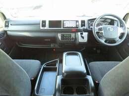Wエアバッグ/ABS/キーレス×2/イモビライザー/コーナーセンサー/レーンディパーチャーアラート/オートマチックハイビーム/フロントオートエアコン/リヤクーラー/リヤヒーターが装備されています。
