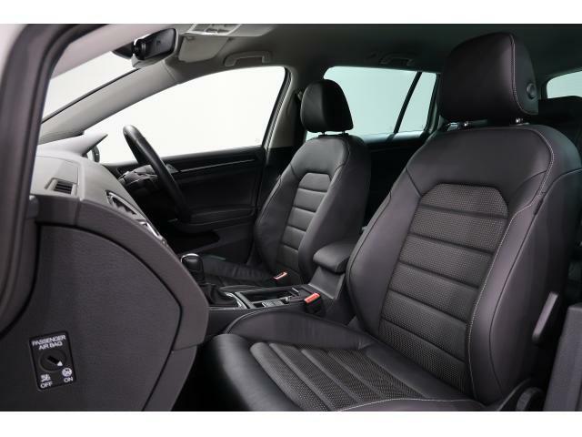 ●レザーシート● 見た目の高級感とともに、適度にホールドされるシートは運転時の疲労軽減の効果があります。メンテナンスがご心配の方はインテリアコーティングによって購入時のクオリティを維持いたします。