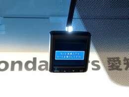 LEDヘッドライトは、点灯の瞬間から最大光量を発揮し、突然暗くなるトンネルなどでの安定感を高めます。