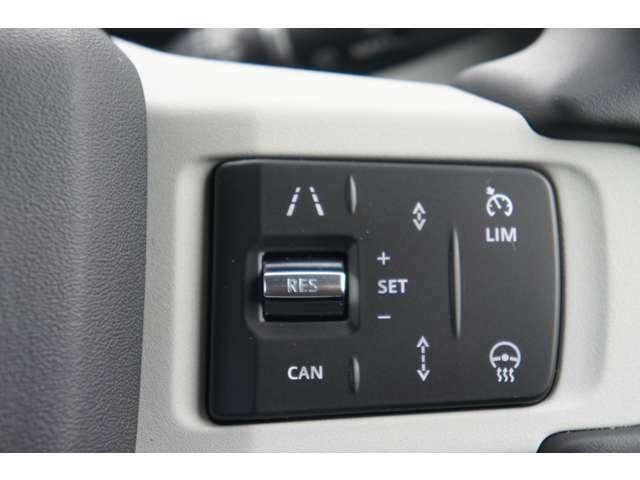 右側のステアリングスイッチはACCや運転アシストの操作