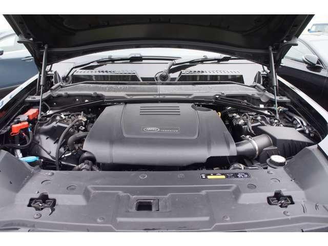 2.0Lながら300PSと400N.mのパワーを発揮するガソリンエンジン。大きなボディーを驚く程軽やかに走らせます。
