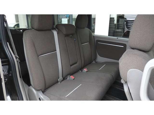 2列目シート シートバックテーブル(運転席/助手席)