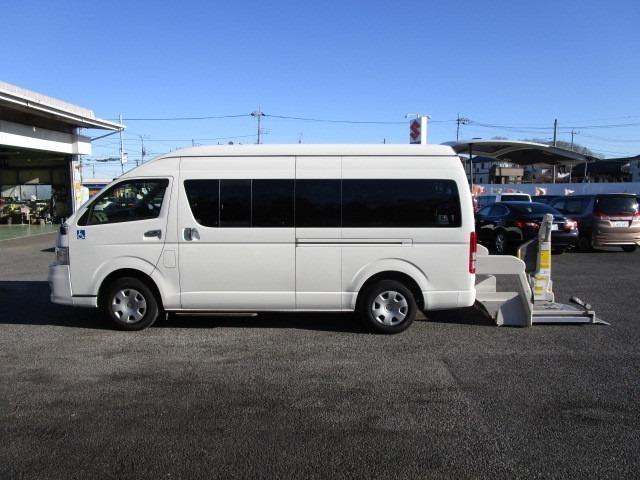 ハイエースコミューター ウエルキャブ 車いす仕様車 Dタイプ 9人乗りの4WD車です。 消費税非課税車です。