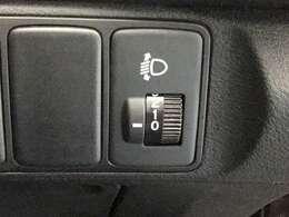 車体が傾いた状態でもヘッドライトの光を上下に調整し元の高さにすることが出来ます。