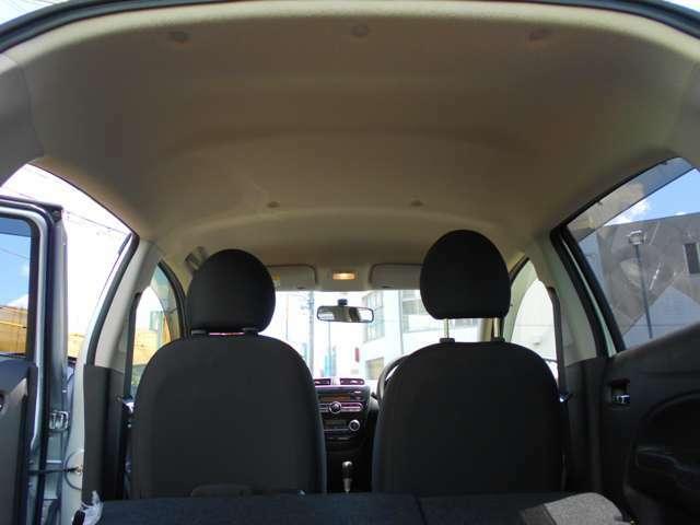 クリーンな天井!快適な車内でドライブをお楽しみください