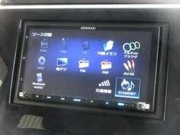 ナビゲーションはケンウッド製メモリーナビ(MDV-Z704)を装着しております。AM、FM、CD、DVD再生、Bluetooth、フルセグTVがご使用いただけます。初めて訪れた場所でも道に迷わず安心ですね!