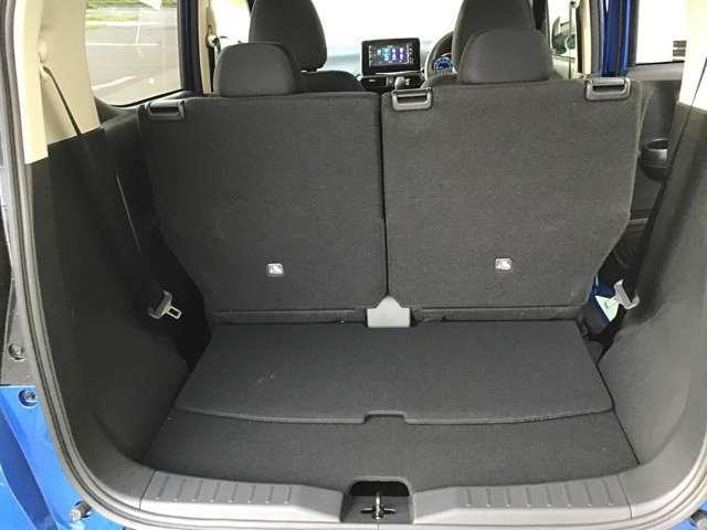 後席をスライド調整することができるので後席を使用時でもしっかりと荷物をつめます♪