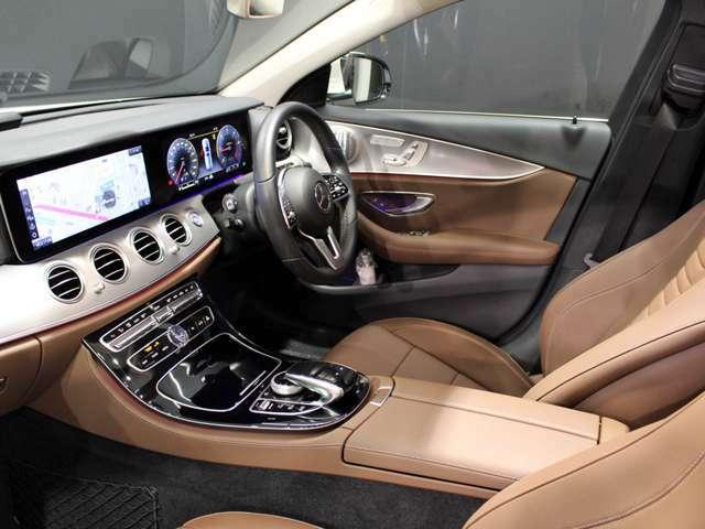 人間工学を基に設計されたコックピットデザインにより安定したシートポジションが保たれ、ハンドル操作も安定して行える運転席を実現しています。