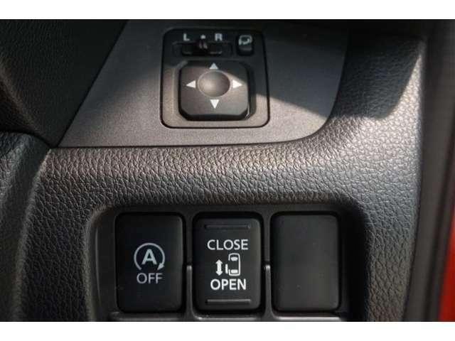 片側電動スライドドア♪♪狭いスペースでも乗り降りラクラク♪ドアが隣の車に当たる心配もありません。♪鍵のボタンや室内からスイッチで開閉できます♪小さいお子様がいるご家庭にオススメの装備です♪