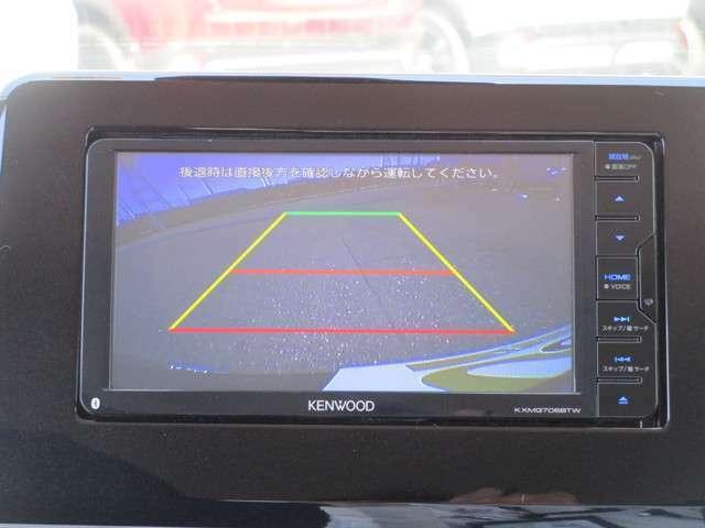 バックカメラの映像はナビに映し出されるので、駐車の時に安心です。