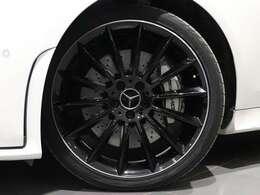 【AMGアルミホイール】20インチブラックマルチスポーク アルミホイールを装着!AMGのロゴ入りブレーキキャリパーで、AMGを主張します!