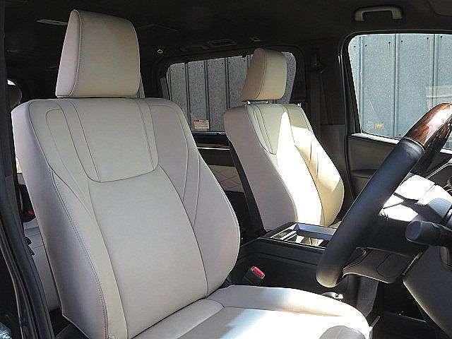 肌さわり、座り心地の良いドライバーズシートです♪
