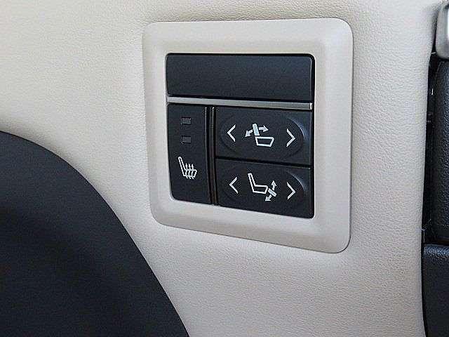 後席リクライニング&オットマンも電動にて操作が可能です!