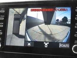 車庫入れに便利全方位式カメラ(パノラミックビュー)を装備