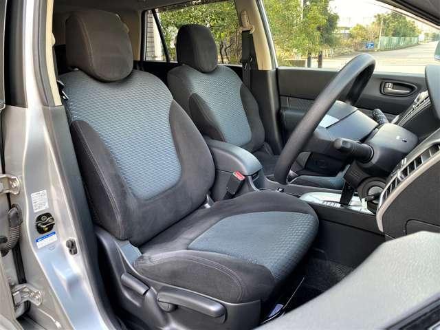 ■運転席 肌触りの良く程よくサポートしてくれるスエード調クロスシート♪ 大変きれいにお使いです♪