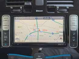 リーフ専用 純正ナビゲーション搭載!知らない町へお出かけの時だけでなく、近くのコンビニや駐車場、充電スポットの検索もお任せください◎