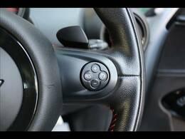 長距離運転をより快適にお楽しみいただけるクルーズコントロールを装備。設定した速度でアクセルを踏まなくても走行してくれます。