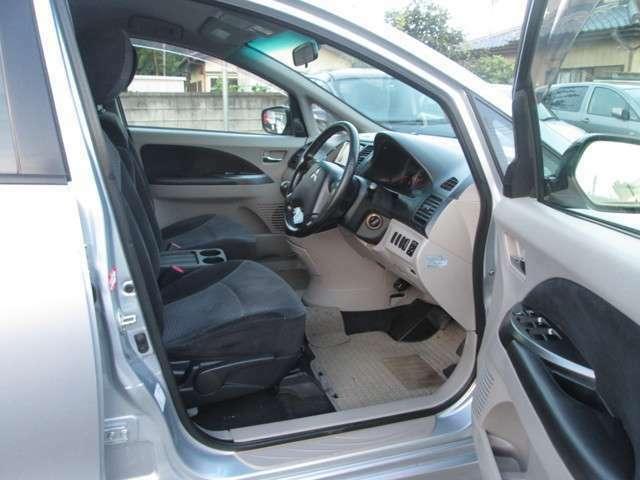 ワンタッチで鍵の開錠施錠が可能なキーレス付き。!車から少し離れた場所からでもピッ♪便利な機能です。