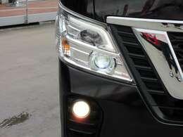 純正LEDヘッドライトユニット搭載♪ 特徴的なライン状のLEDがかっこいいですね♪