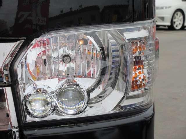 純正オプションLEDヘッドライトユニット搭載♪ 2連式のプロジェクターライト搭載で夜間も明るく夜道も安心ですね♪