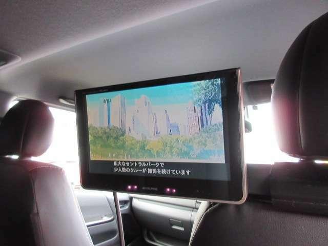 アルパイン製後席モニター装着済み♪ 運転席、ヘッドレスト部に装着されております♪ 後席もより快適なドライブをサポートしてくれます♪