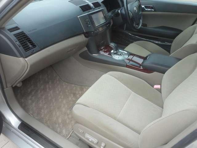 軽自動車からミニバン・セダンまで幅広い車種を取り扱っております。中古車も新車も取り扱いができる当店では選び方無限大!