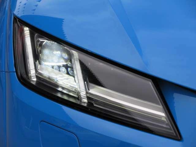 人気のマトリクスLEDヘッドライトユニット搭載♪ ライン状に作られたデザインで、近未来的なスタイルが人気です♪