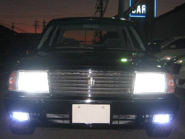 LEDヘッドライト&LEDフォグランプを全点灯しました。非常に明るくナイトドライブのお手伝いをします。