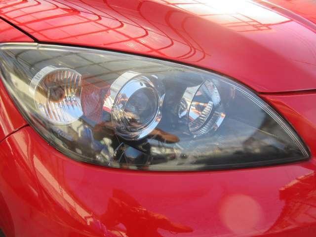 ☆HIDライトを装備で夜道も明るく照らし出します!☆こんなにもキラッキラに光るクリアで綺麗なヘッドライトレンズを保持!☆クスミや黄バミの無い綺麗なヘッドライトは車選びのポイントですよね。