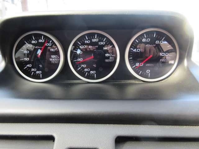 ☆マツダスピードアクセラ専用純正オプション~スポーツメーターリンクシステムを装着!☆マツダスピード専用のOP~Defi水温計/油温計/油圧計の3連追加メーターです。