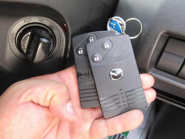 ☆アドバンスキー×2ケ&プッシュエンジンスタート!☆今やマストアイテムとなったスマートキーはとっても便利、スマートキーを携帯しているだけで鍵の開け閉めもEG始動もワンタッチでOK!