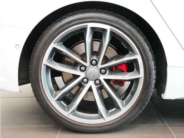 5スポークSデザイン コントラストグレーポリッシュアルミホイール  タイヤサイズ:225/35R19