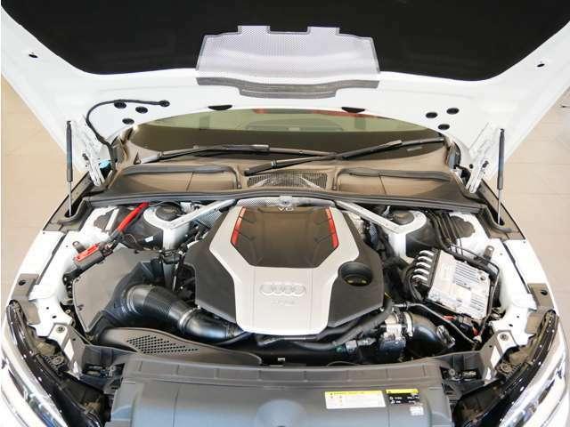 3.0TFSIエンジンはツインスクロールターボを採用し、Sモデルにふさわしい高出力を発揮します。