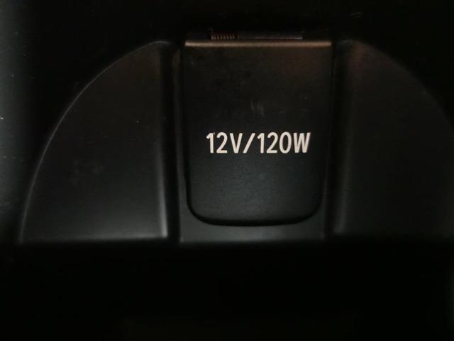 有ると便利なアクセサリーソケットが使いやすい位置に装備されています。