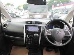 ●前席の広々とした視界と開放感⇒ルーフ上端まで広がったウインドウをはじめ、広々とした見晴らし角度を実現。ドライバーには信号や標識の視認性の向上など運転しやすさを提供します。