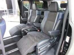 大人気の7人乗りモデル♪ 2列目シートは左右独立式のキャプテンシート付でオットマン付きの快適なシートでドライブをサポートしてくれます♪