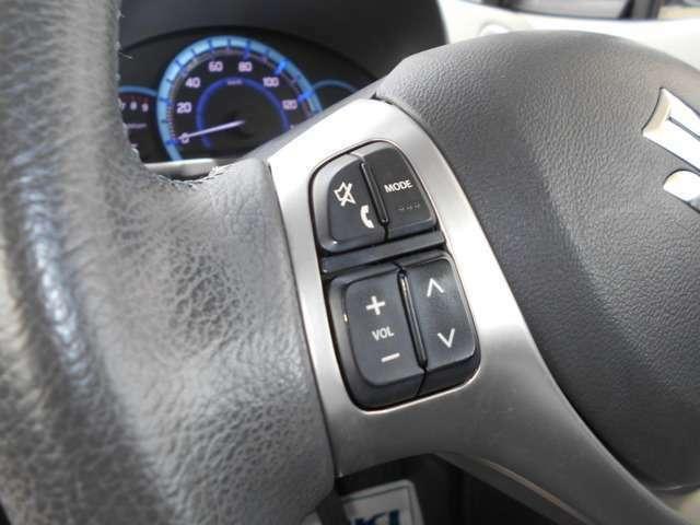 ステアリングオーディオスイッチは、手元のスイッチで音量やチャンネルの切り替えをすることができます!